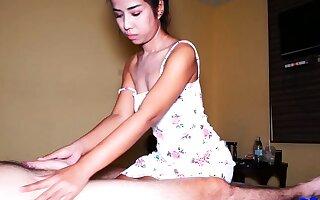 Amateur Thai masseur fucking her consumer